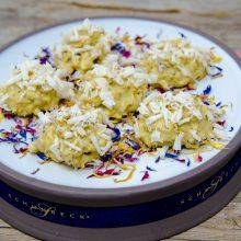 Weiße Schoko-Crunchies mit Paranuss-Spänen