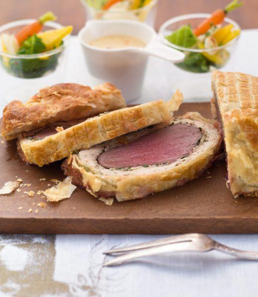 Filet Wellington vom Hirsch mit Aprikosen-Senf-Sauce