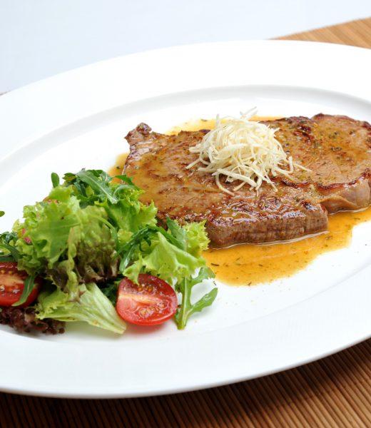 Ribeye Steak mit mariniertem Blattsalat